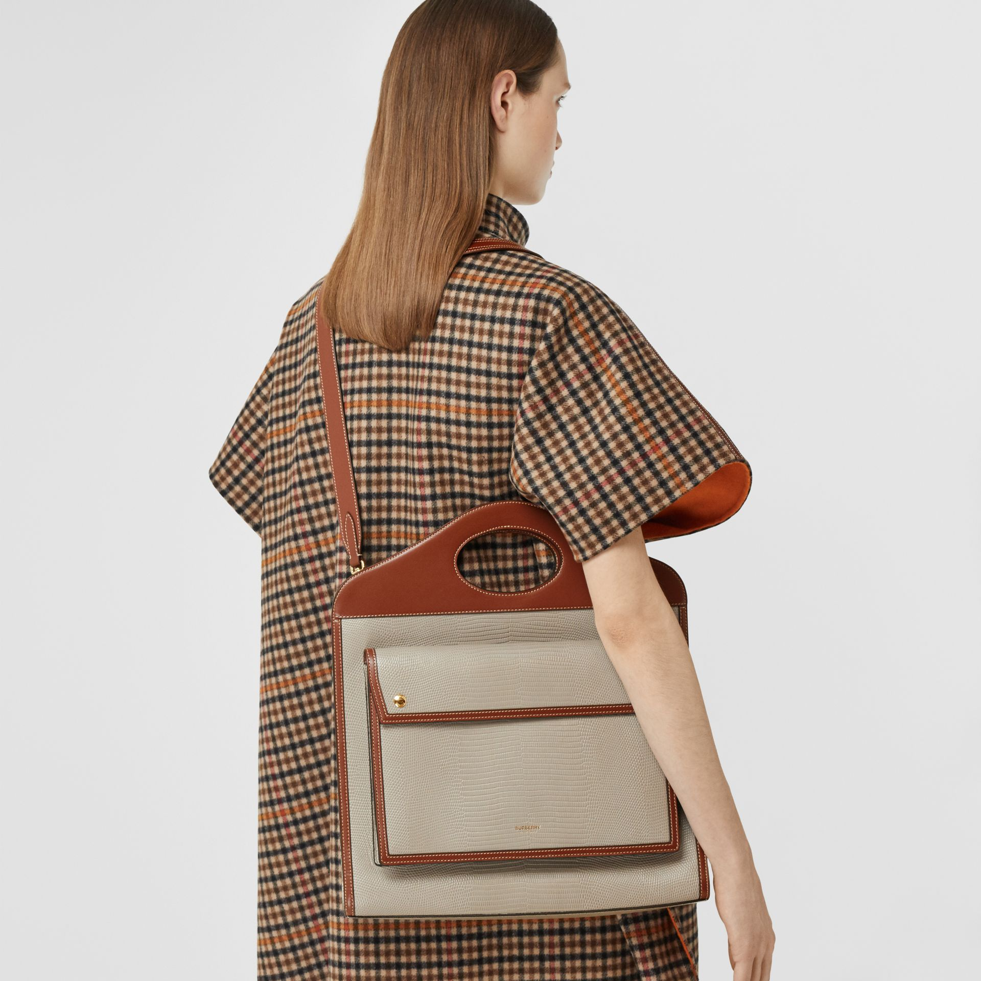 Borsa Pocket media in pelle di cervo goffrata e pelle (Marroncino) | Burberry - immagine della galleria 8