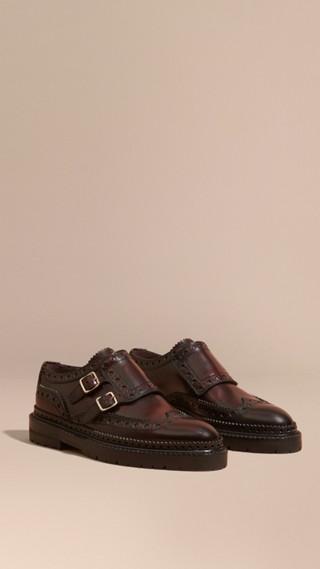 Chaussures Richelieu en cuir à sangle