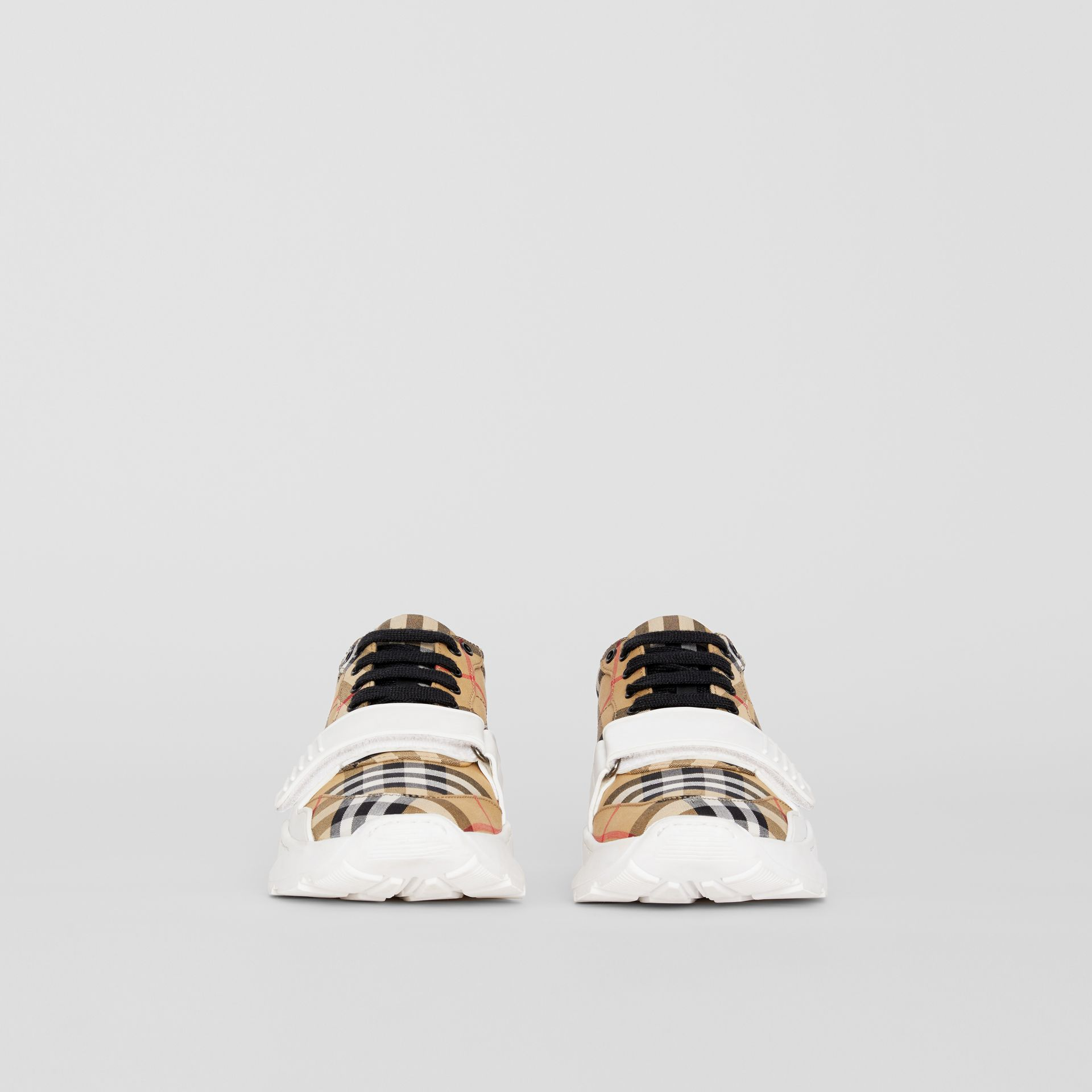 Sneakers en coton Vintage check (Jaune Antique) - Femme | Burberry Canada - photo de la galerie 3