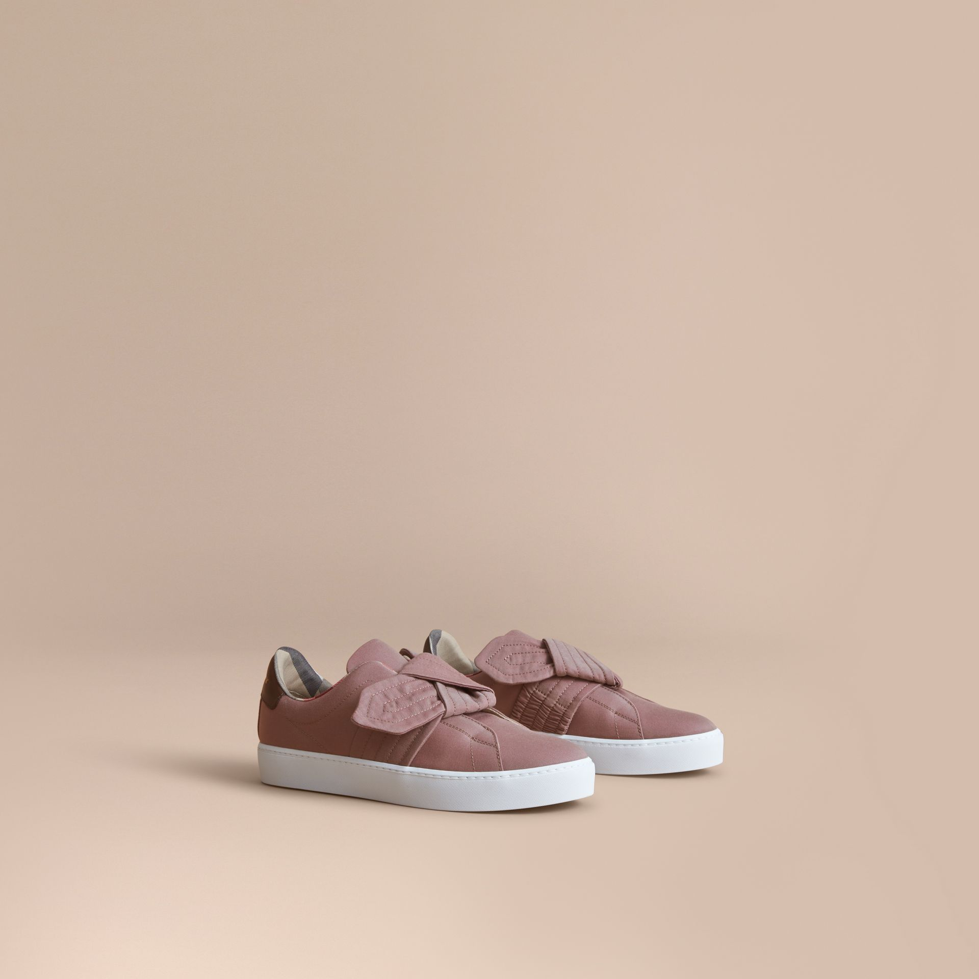 Sneakers avec nœud trench (Rose Antique) - Femme | Burberry - photo de la galerie 1