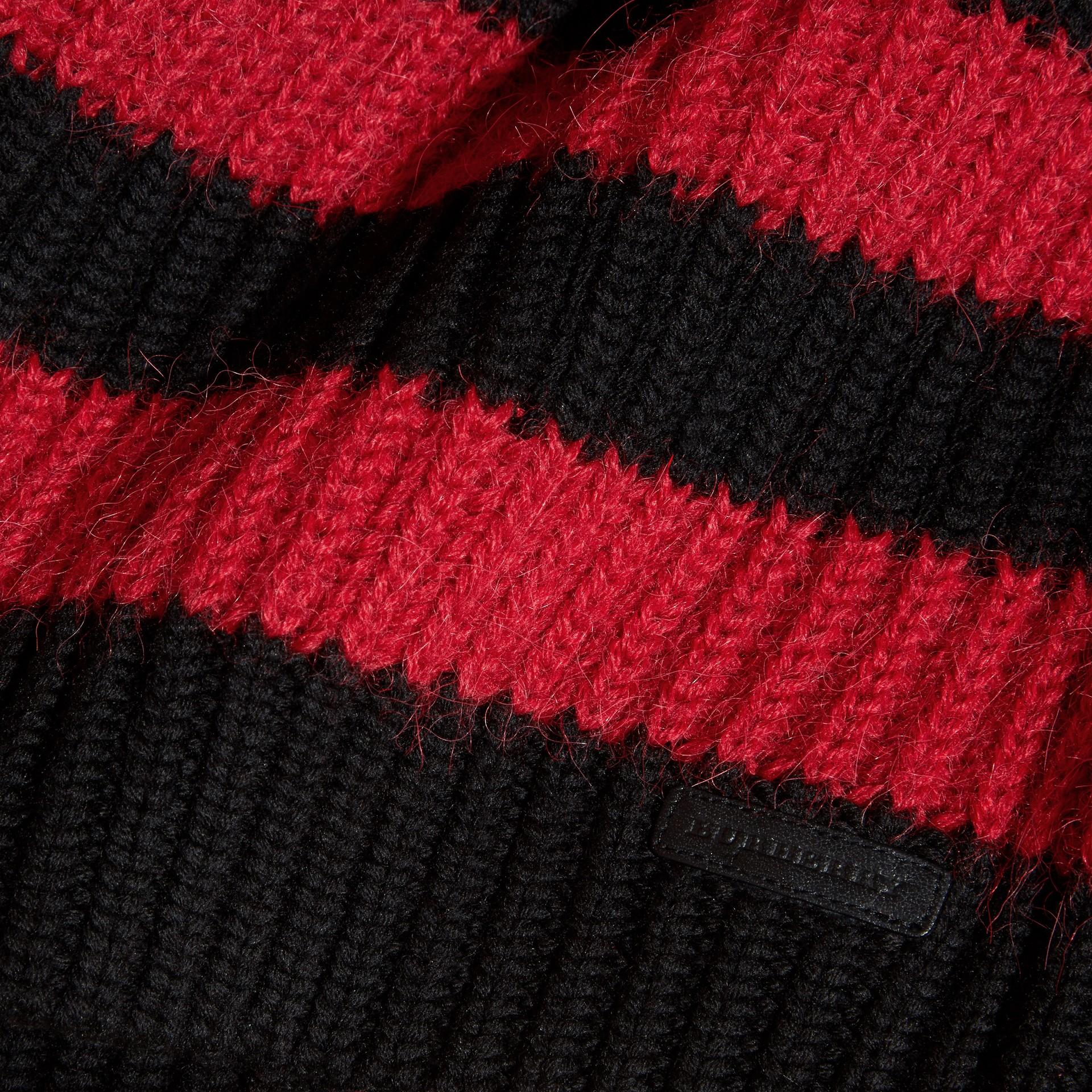 Rouge parade Pull rayé en laine mérinos et laine d'alpaga mélangées - photo de la galerie 2