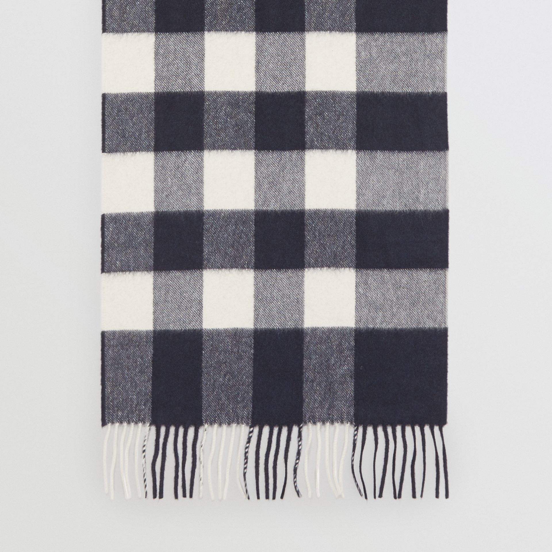The Large Classic Cashmere Scarf in Check in Navy | Burberry - gallery image 4