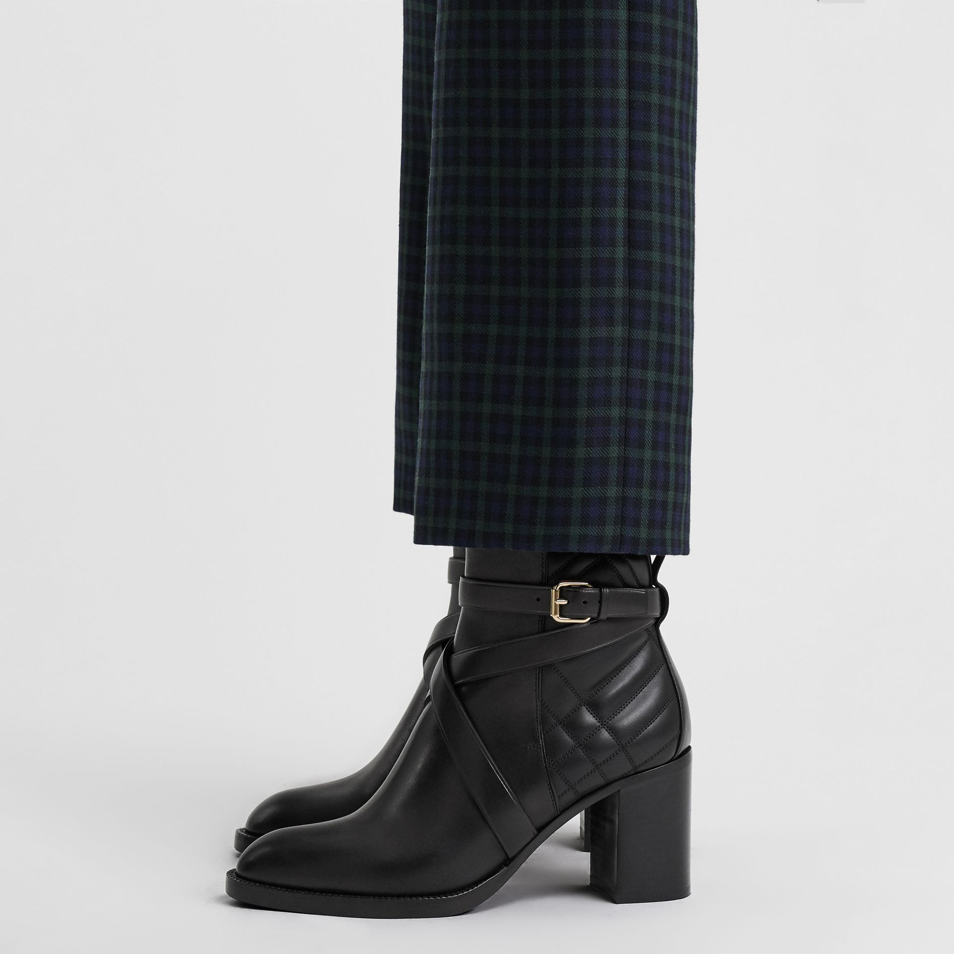 Bottines en cuir matelassé avec sangle (Noir) - Femme | Burberry Canada - photo de la galerie 2