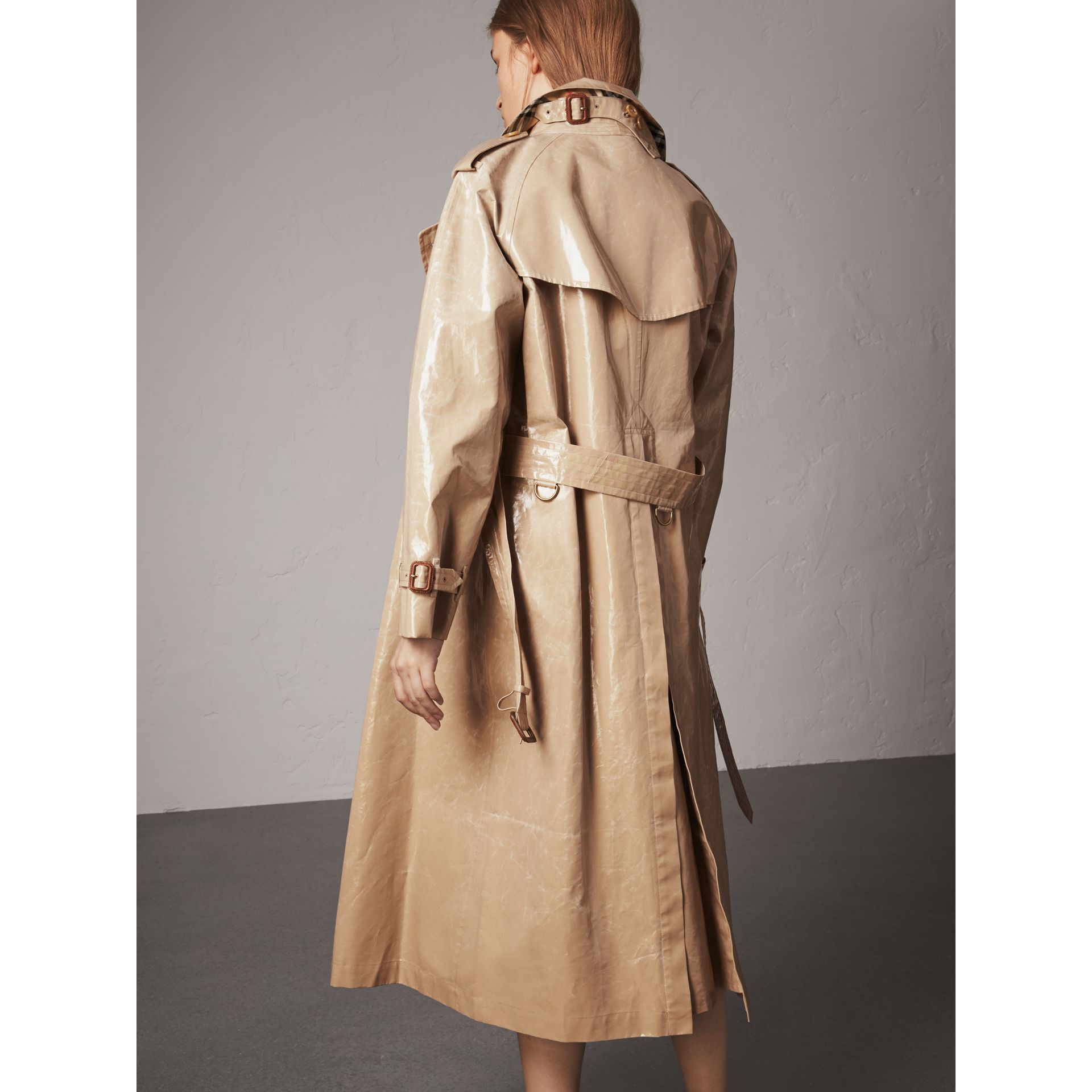 Raglan-sleeve Laminated Gabardine Trench Coat in Honey - Women | Burberry Singapore - gallery image 3