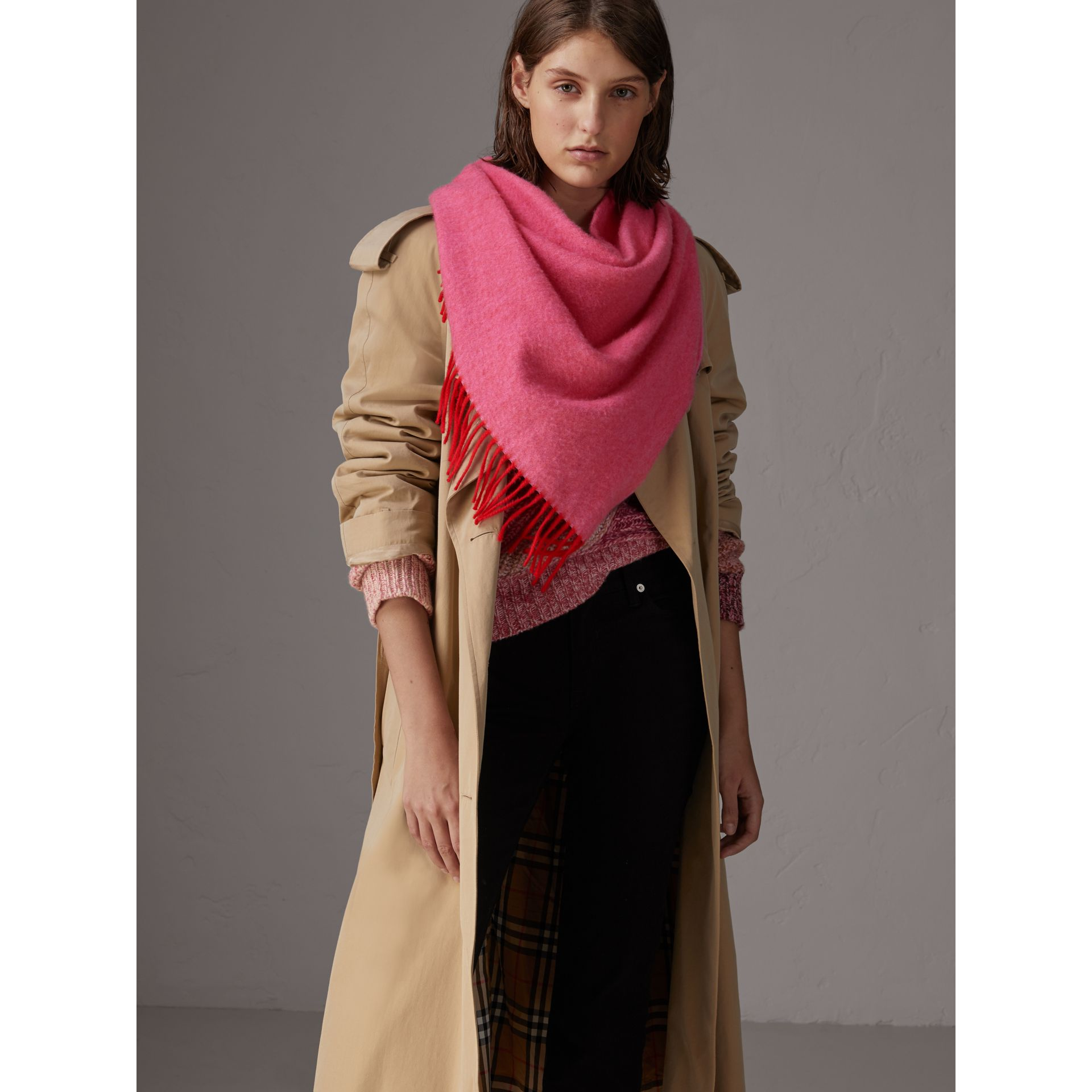 Bandana Burberry en cachemire (Rouge Vif) | Burberry - photo de la galerie 2