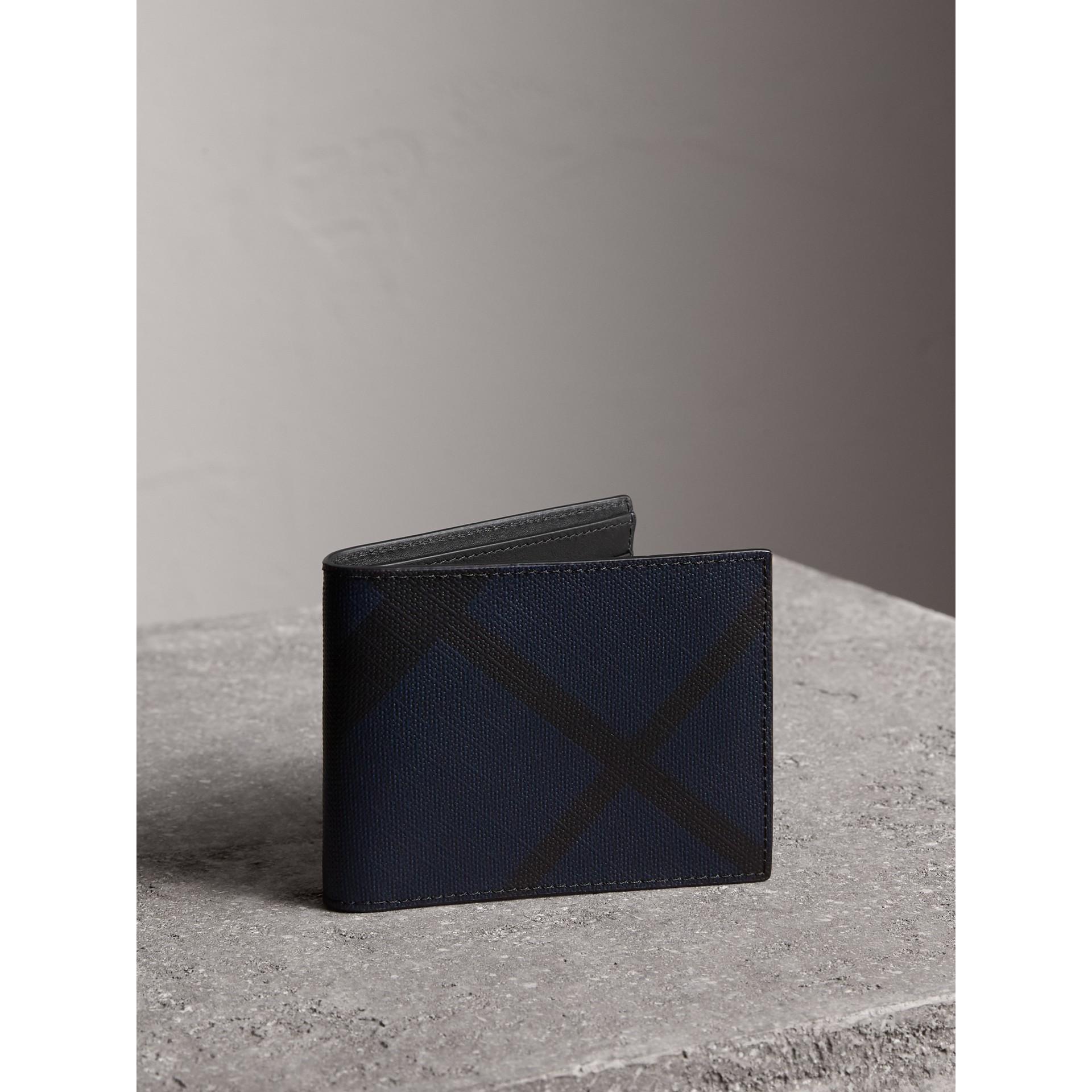 ロンドンチェック&レザー バイフォールドウォレット (ネイビー/ブラック) - メンズ | バーバリー - ギャラリーイメージ 1
