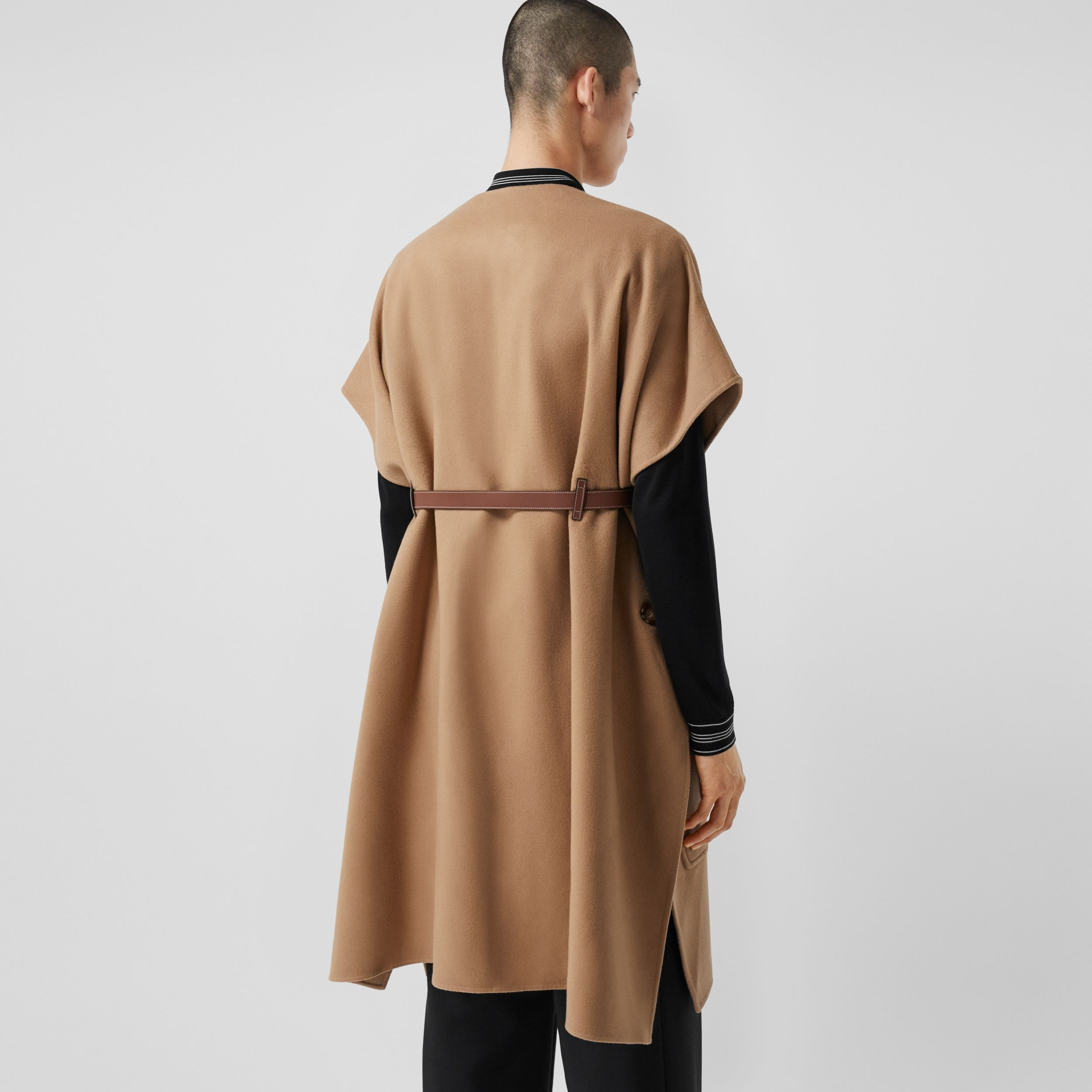Short-sleeve Double-faced Cashmere Belted Cape – Unisex in Camel - Women | Burberry Australia - 3