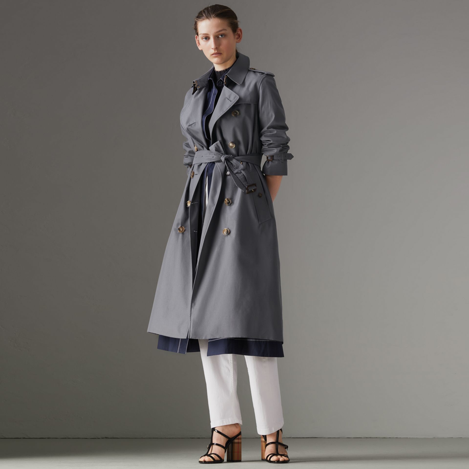 The Long Kensington Heritage Trench Coat in Mid Grey - Women | Burberry - gallery image 0