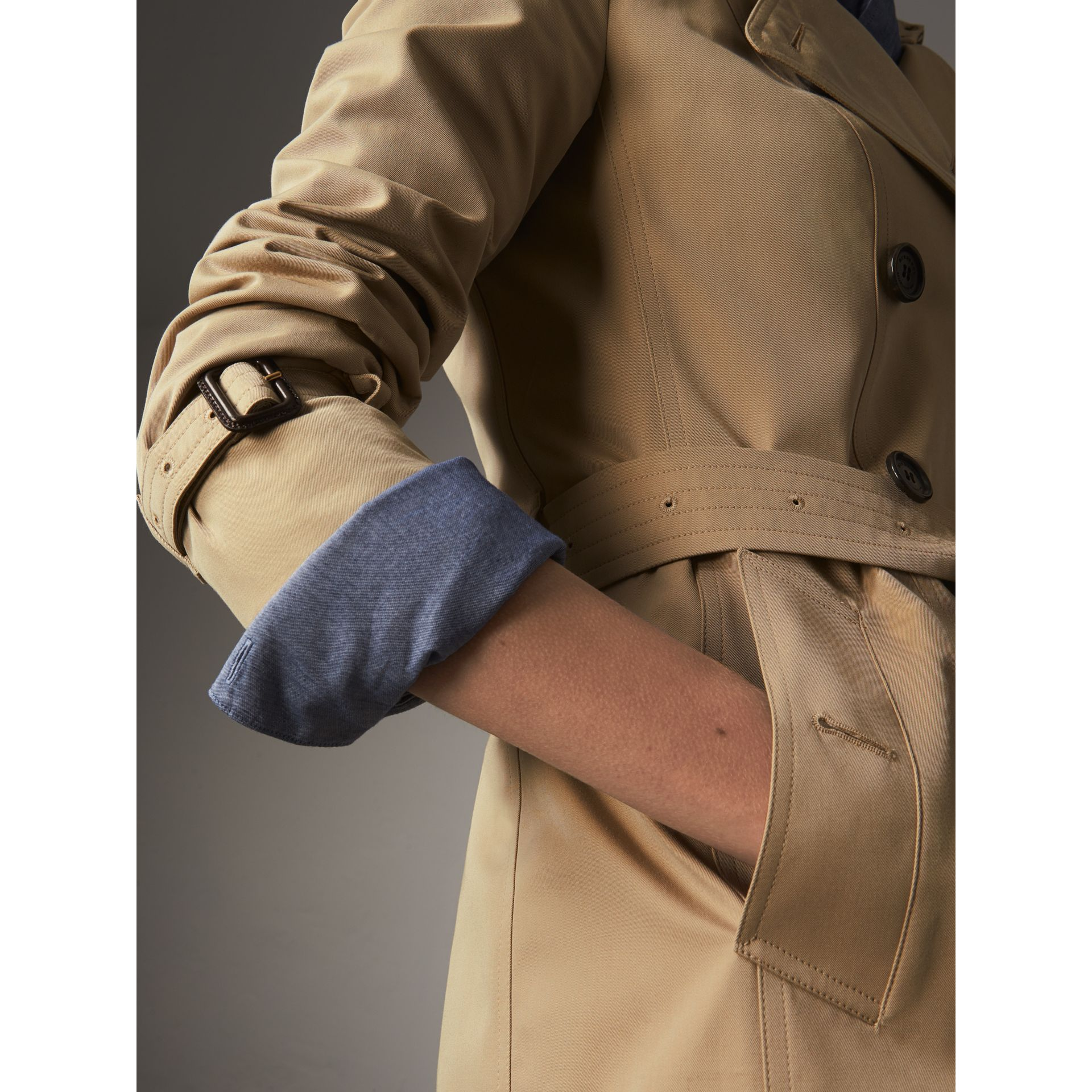 The Sandringham – Short Heritage Trench Coat in Honey - Women | Burberry Singapore - gallery image 5