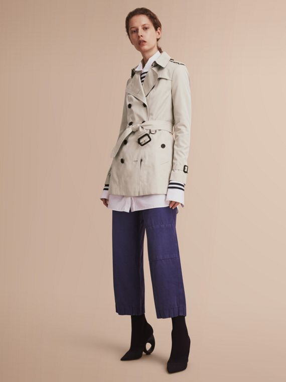 The Sandringham – Short Heritage Trench Coat in Stone - Women | Burberry