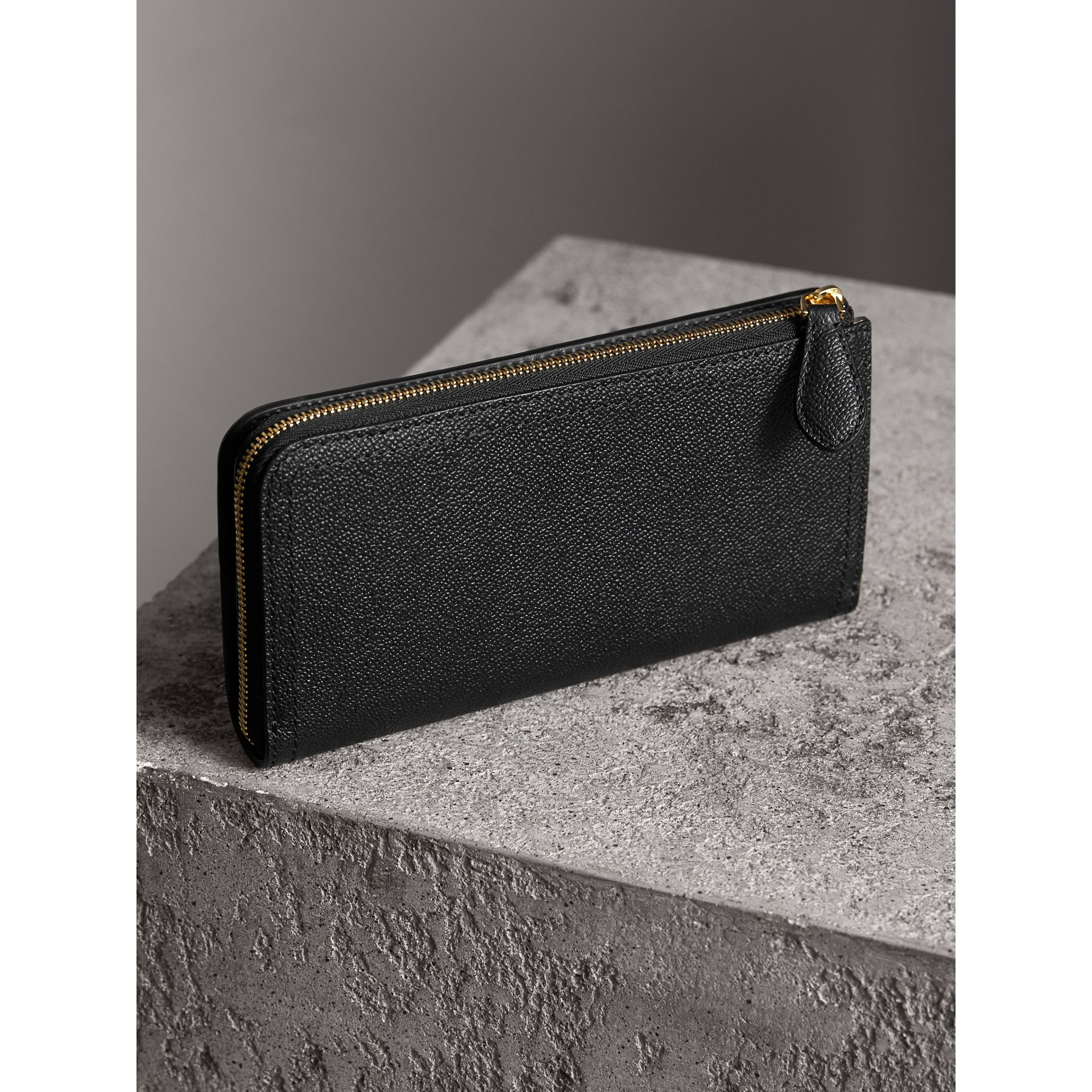 Grainy Leather Ziparound Wallet in Black - Women | Burberry Australia - gallery image 3
