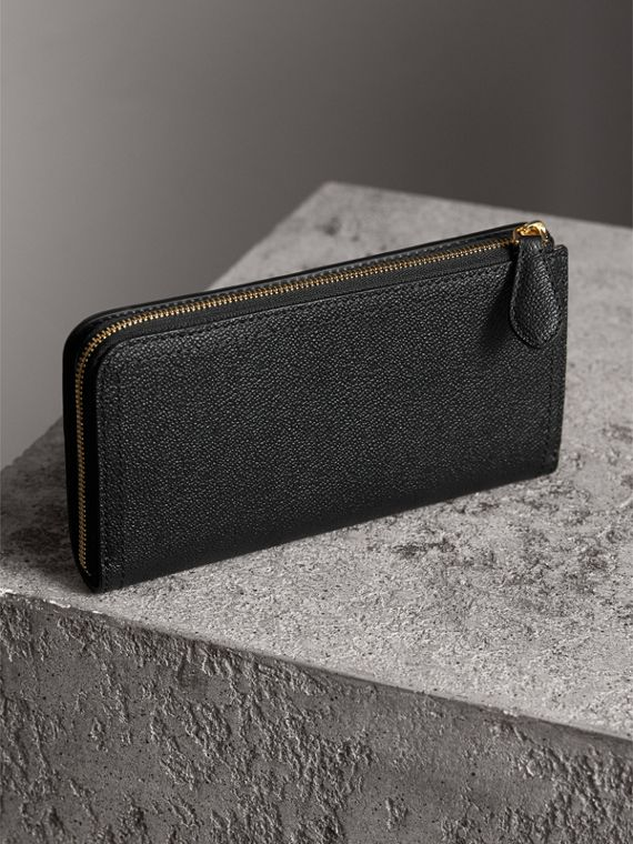 Grainy Leather Ziparound Wallet in Black - Women | Burberry Australia - cell image 2