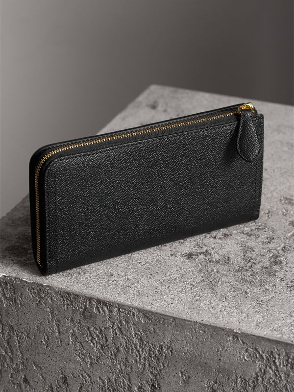 Grainy Leather Ziparound Wallet in Black - Women | Burberry - cell image 2