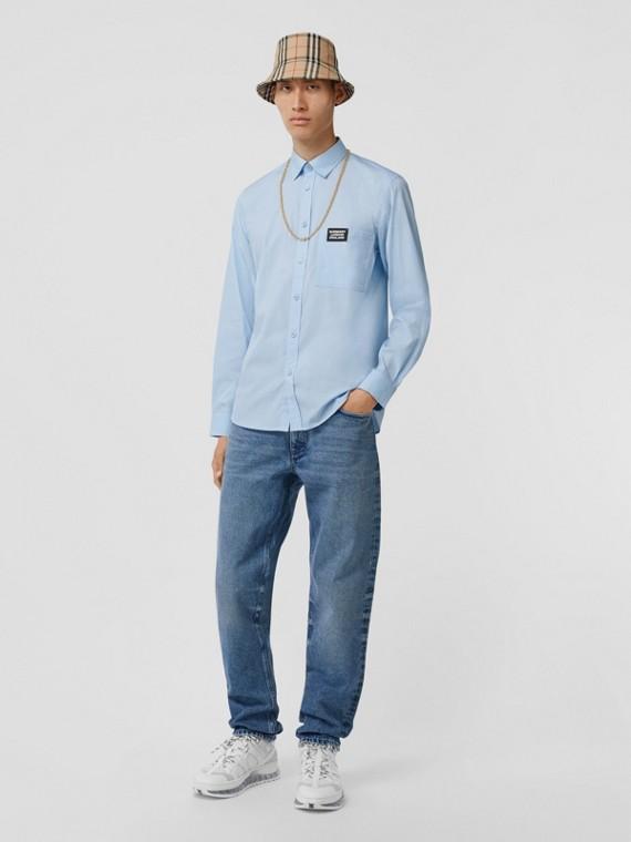Camisa de popeline de algodão stretch com detalhe de logotipo (Azul Claro)