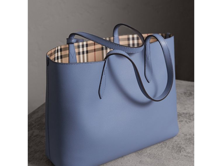 The Medium Reversible Tote in Haymarket Check and Leather in Slate Blue - Women | Burberry - cell image 4