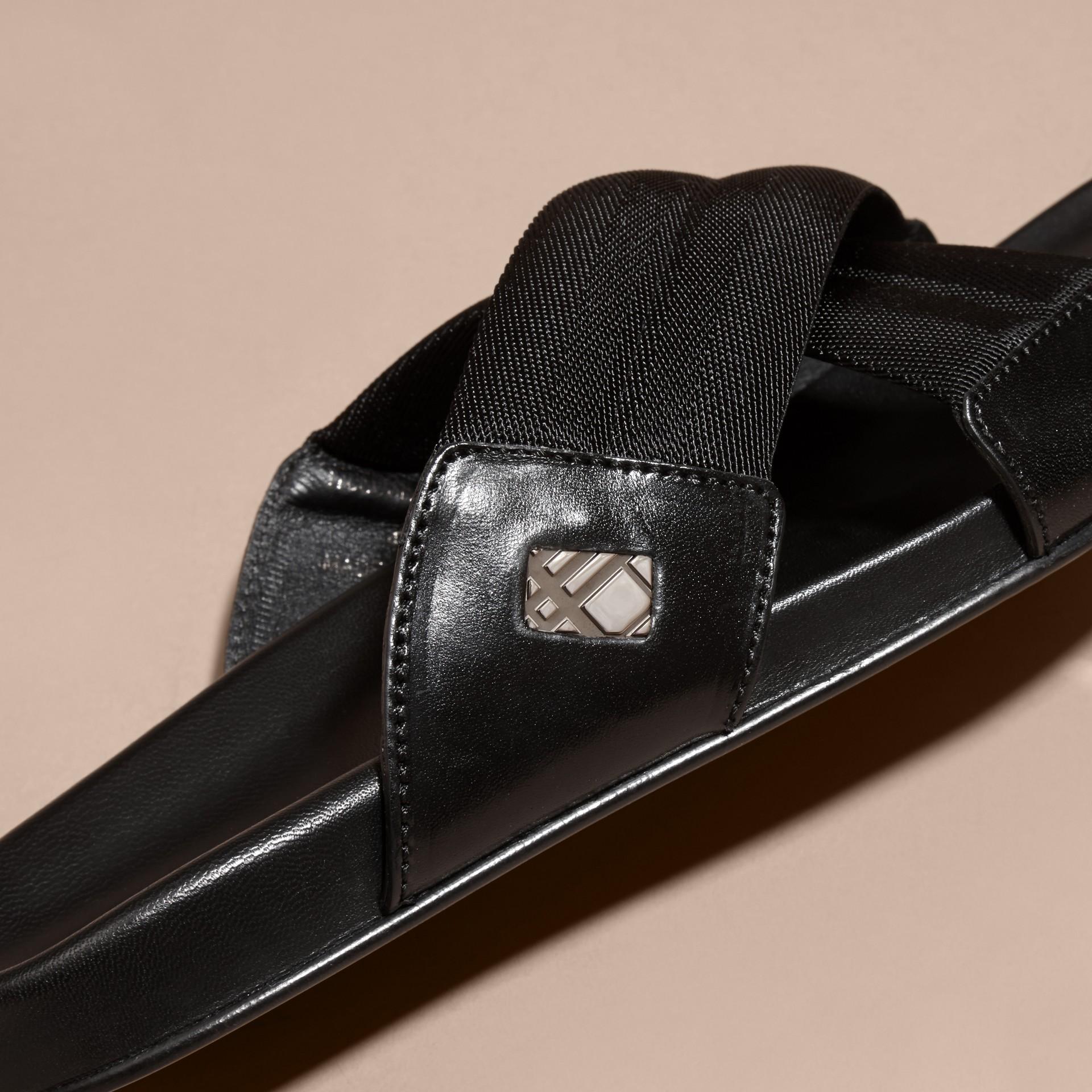Noir Sandales en cuir et toile technique avec ornements check - photo de la galerie 2