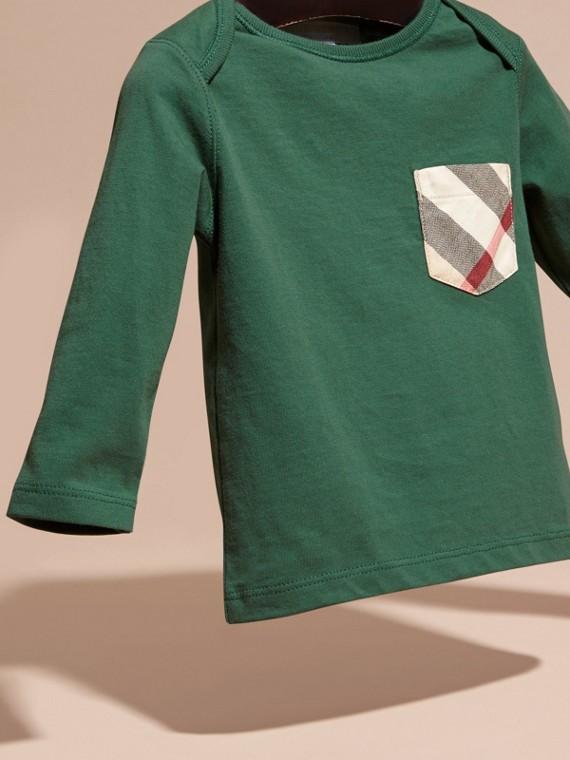 Verde foresta T-shirt a maniche lunghe con tasca con motivo check Verde Foresta - cell image 2