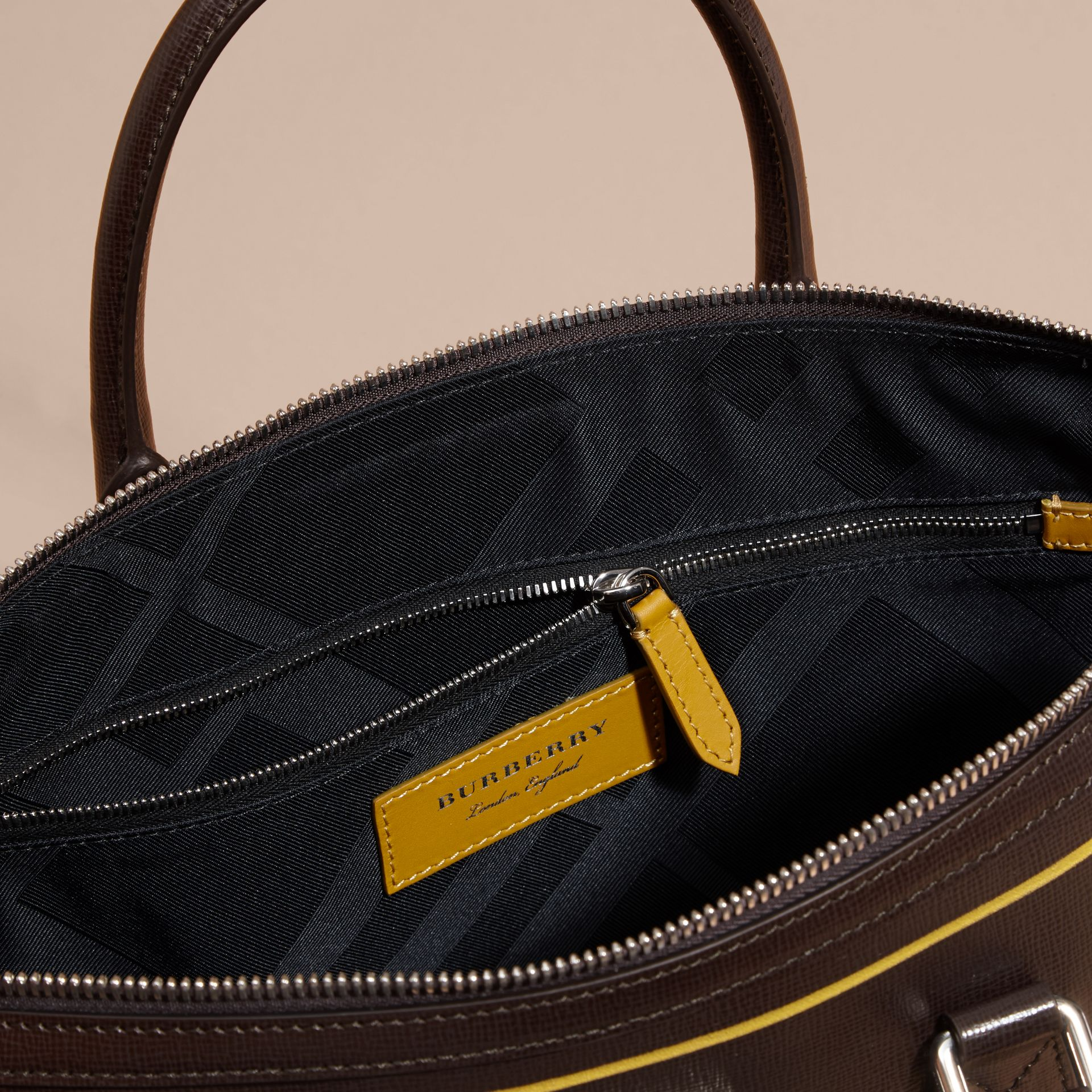 The Slim Barrow Bag in London Leather with Border Detail Peppercorn - gallery image 6