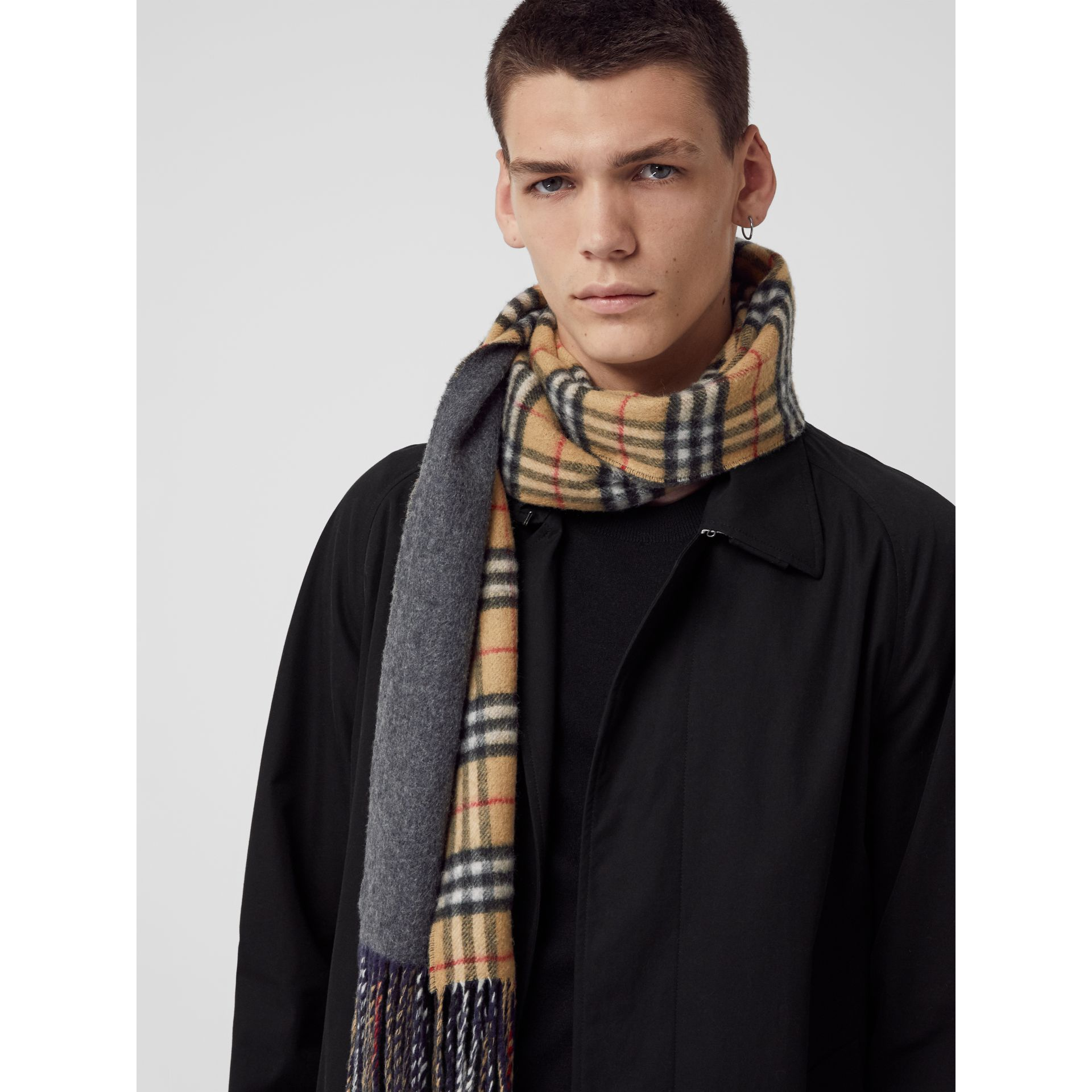 Long Reversible Vintage Check Double-faced Cashmere Scarf in Slate Blue | Burberry Canada - gallery image 6