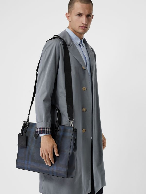 Grand attaché-case à motif London check (Marine/noir) - Homme | Burberry Canada - cell image 3
