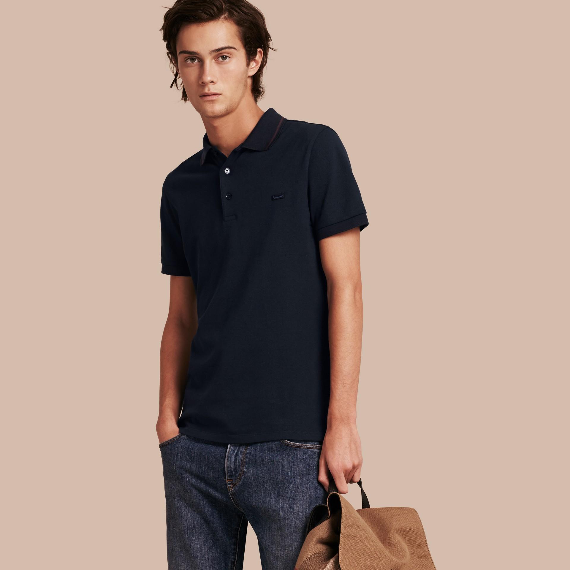 Azul marinho//mahogany red Camisa polo de algodão piquê com detalhes contrastantes Azul Marinho//mahogany Red - galeria de imagens 1