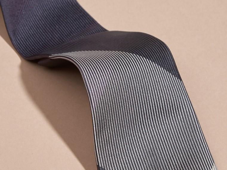 Baie de sureau sombre Cravate moderne en soie et jacquard à motif check Baie  Sureau Sombre - cell image 1