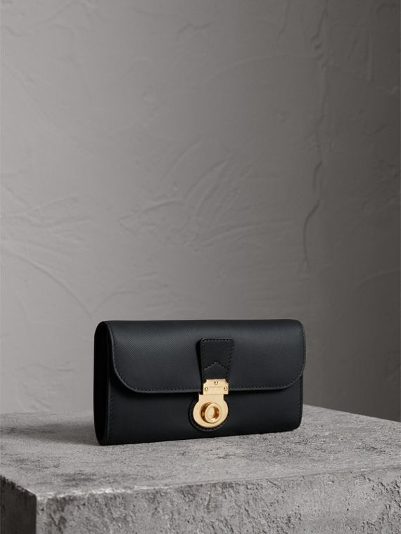 Trench Leather Continental Wallet in Black
