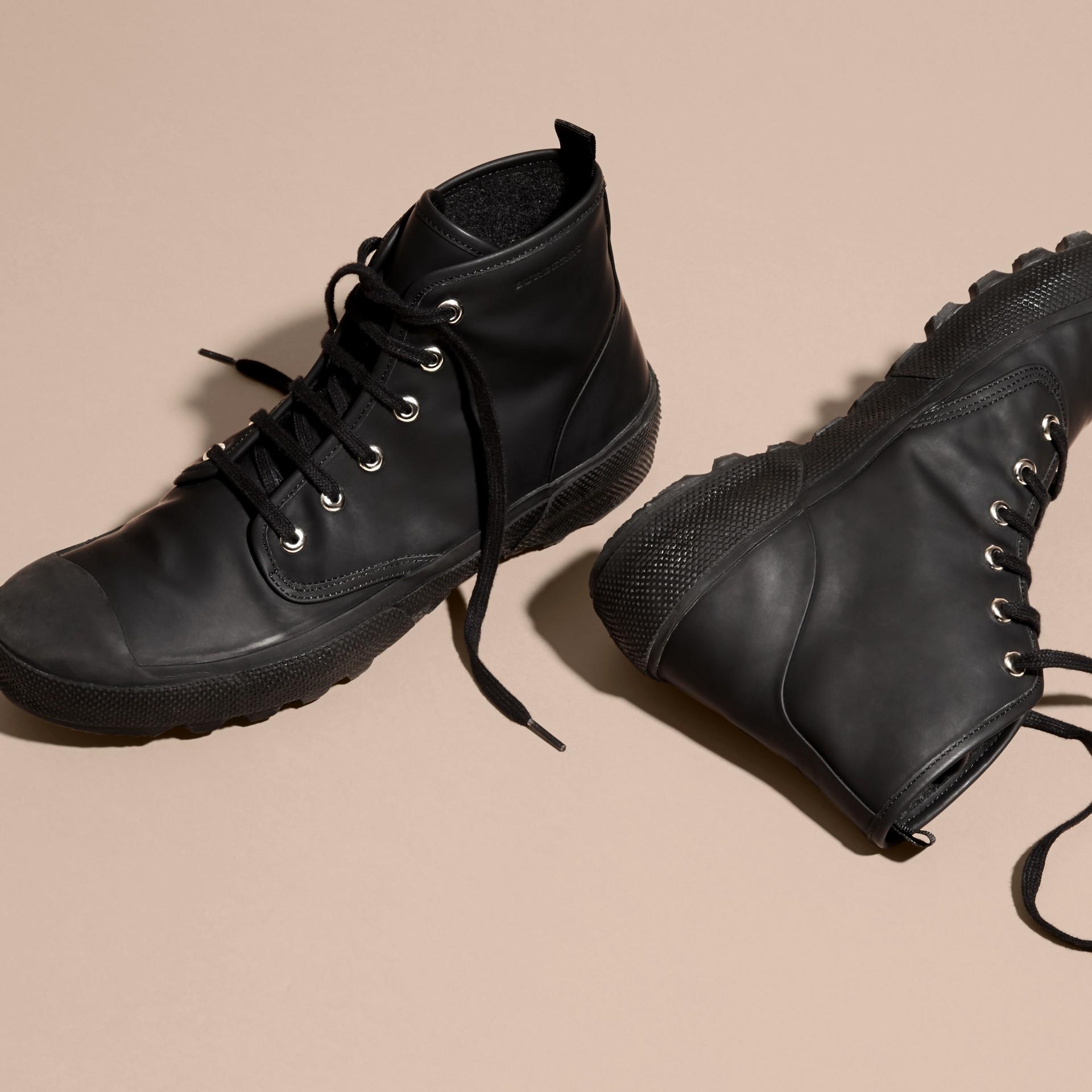 Nero Stivali con lacci in pelle gommata - immagine della galleria 3