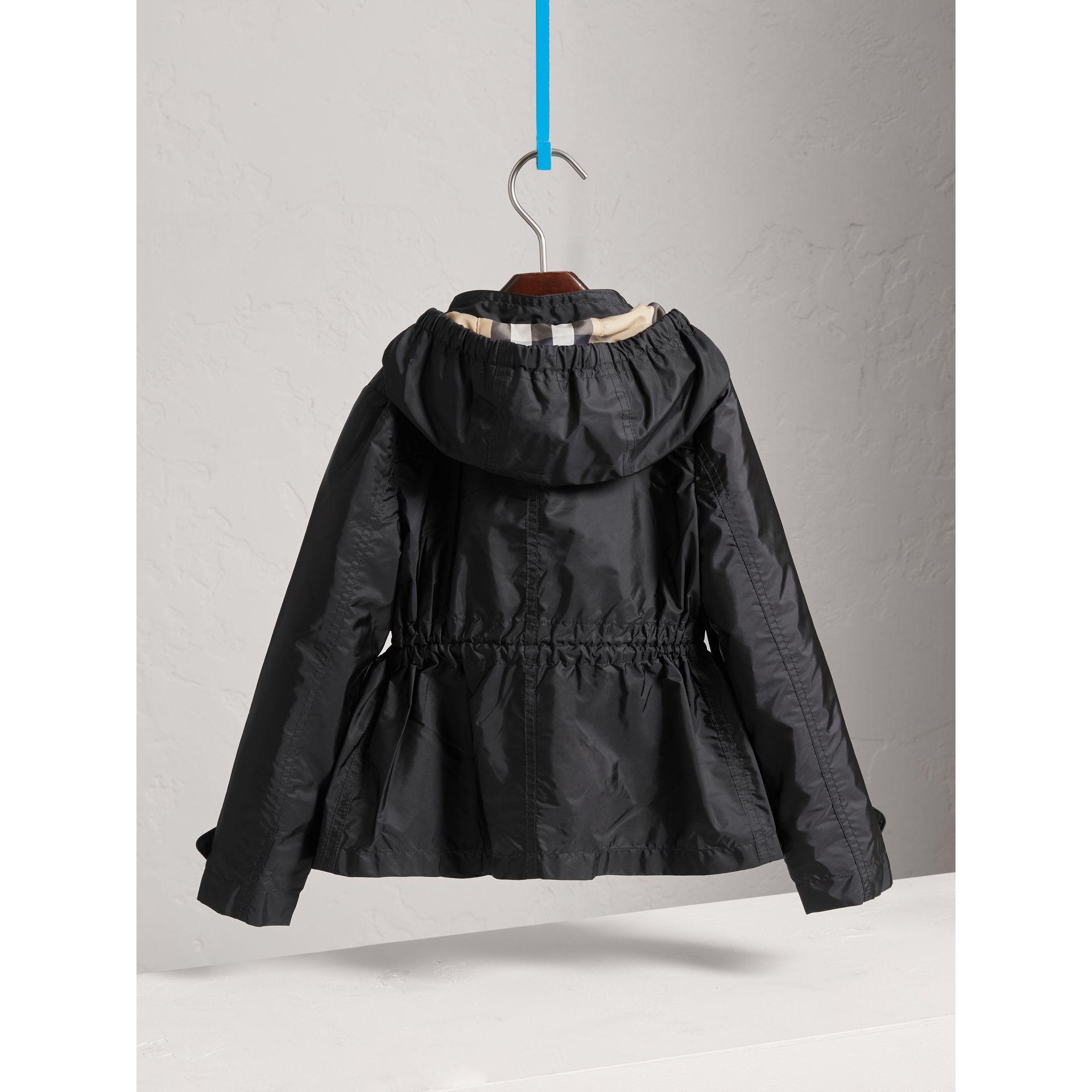 Veste à capuche repliable en tissu technique (Noir) - Fille | Burberry - photo de la galerie 3