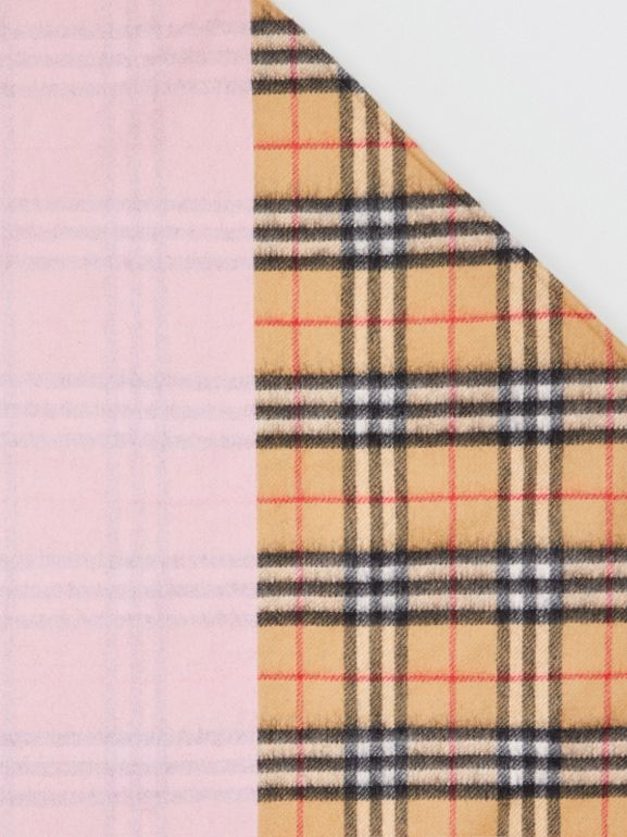 The Burberry Bandana in cashmere con motivo Vintage check (Rosa Pallido) | Burberry - cell image 1
