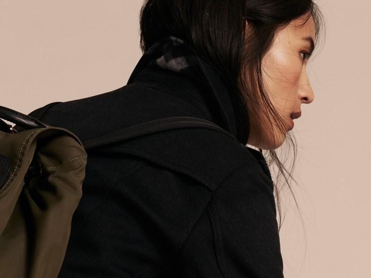 Negro Trench coat en lana y cachemir con cuello en piel de zorro Negro - cell image 4