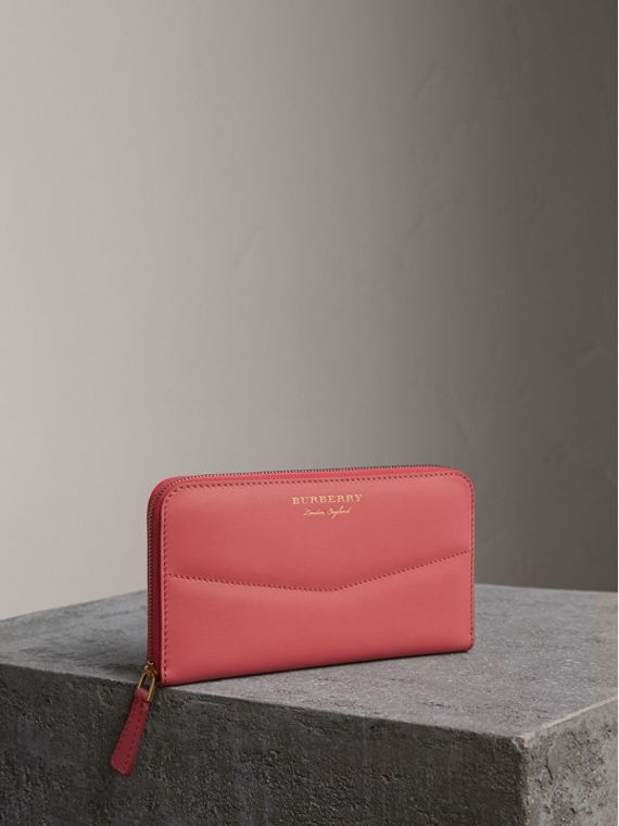 Two-tone Trench Leather Ziparound Wallet in Blossom Pink - Women | Burberry Australia