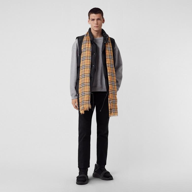 Burberry - Écharpe légère en laine et soie à motif Vintage check - 4