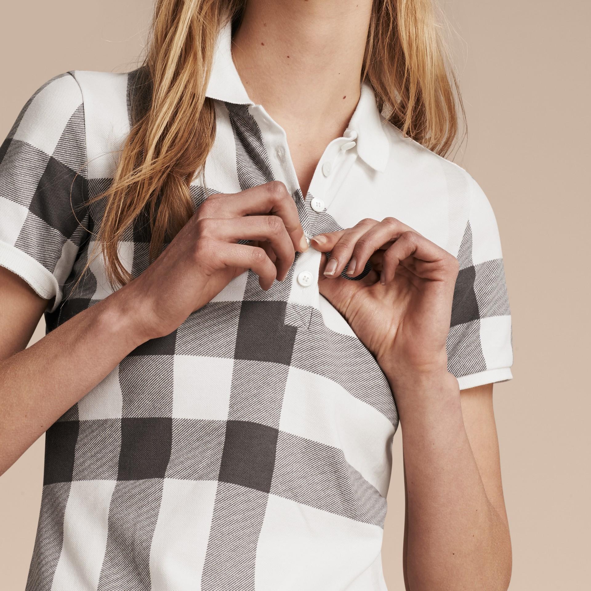 Blanc Polo en piqué de coton extensible à motif check Blanc - photo de la galerie 5