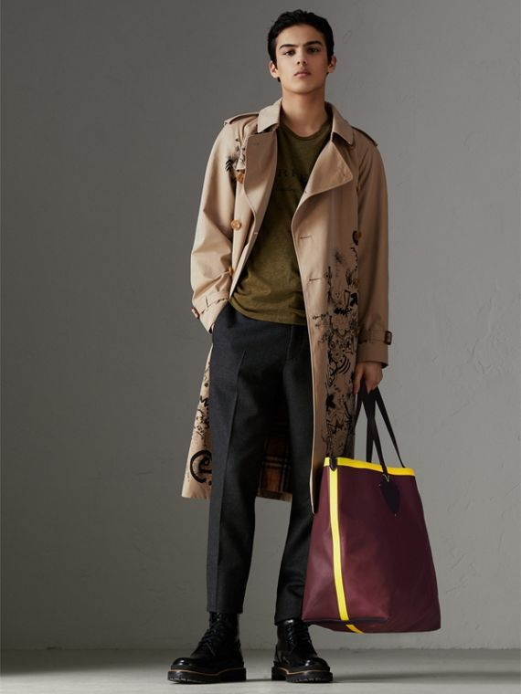 The Giant Reversible Tote in Vintage Check and Leather in Mahogany Red/antique Yellow | Burberry Canada - cell image 2