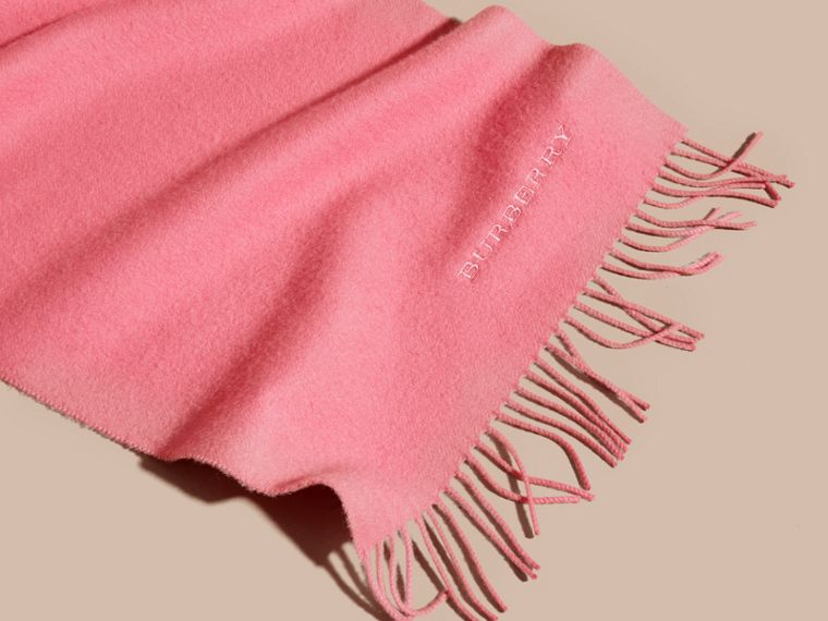 The Classic Cashmere Scarf in Rose Pink | Burberry - cell image 4