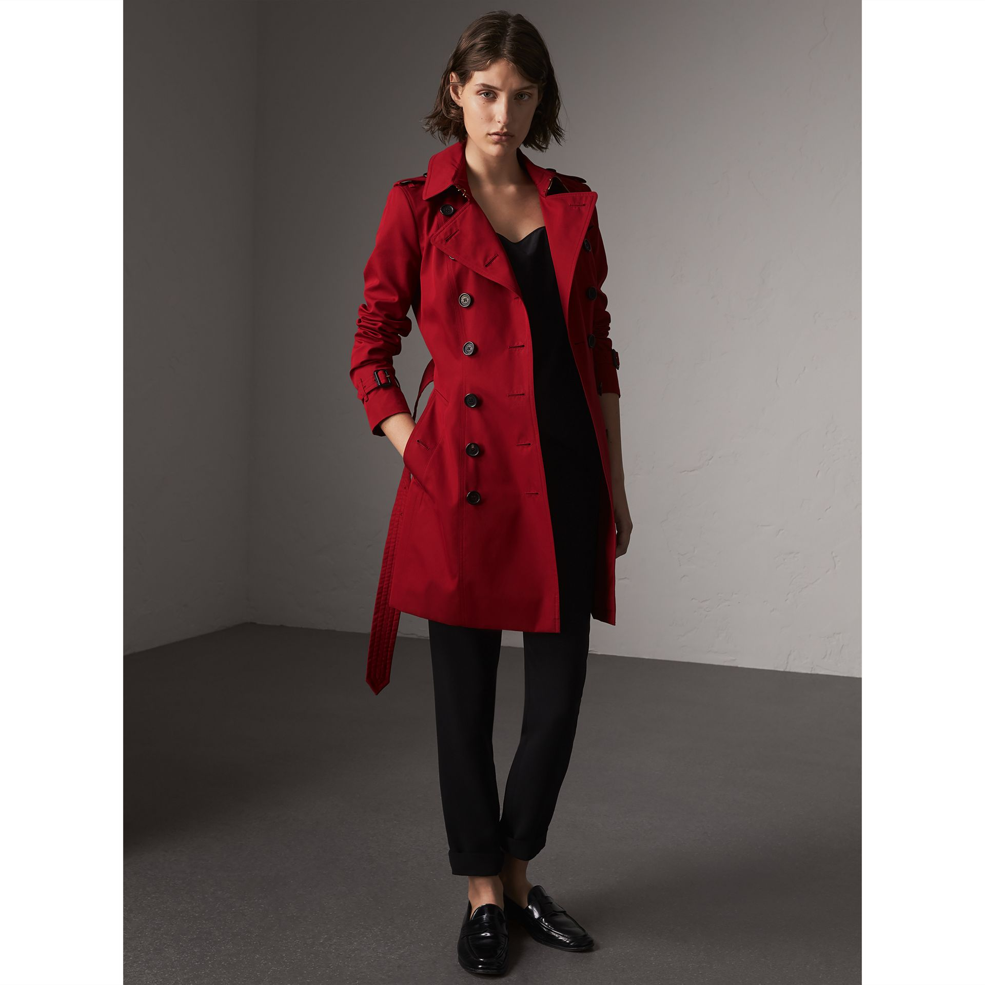 The Chelsea – Mid-length Trench Coat in Parade Red - Women | Burberry Singapore - gallery image 1
