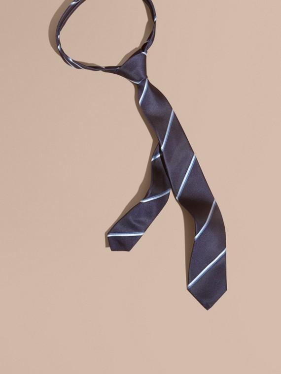 Corbata de pala estrecha en seda a rayas (Azul Marino)