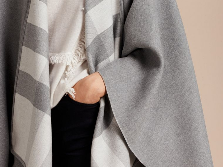 Reversible Check Merino Wool Poncho Light Grey - cell image 4