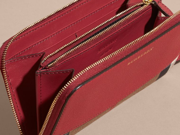 House Check and Leather Ziparound Wallet in Military Red - Women | Burberry Canada - cell image 4