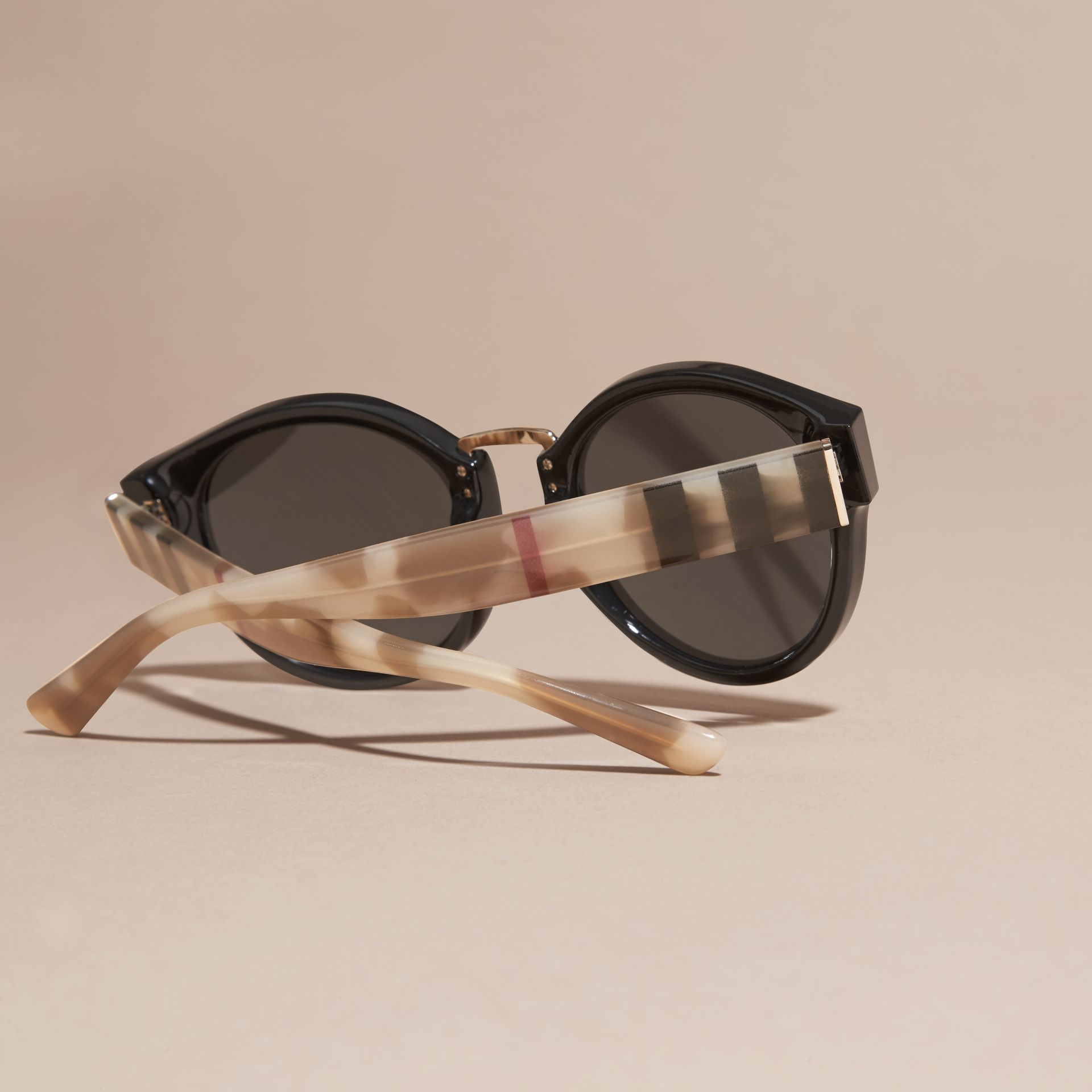 Check and Camouflage Detail Round Frame Sunglasses in Black - gallery image 4