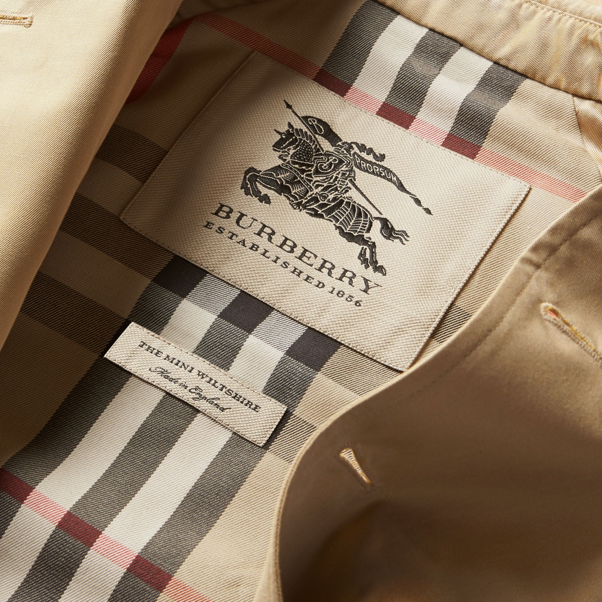 The Wiltshire – Heritage Trench Coat in Honey - Boy | Burberry - gallery image 8