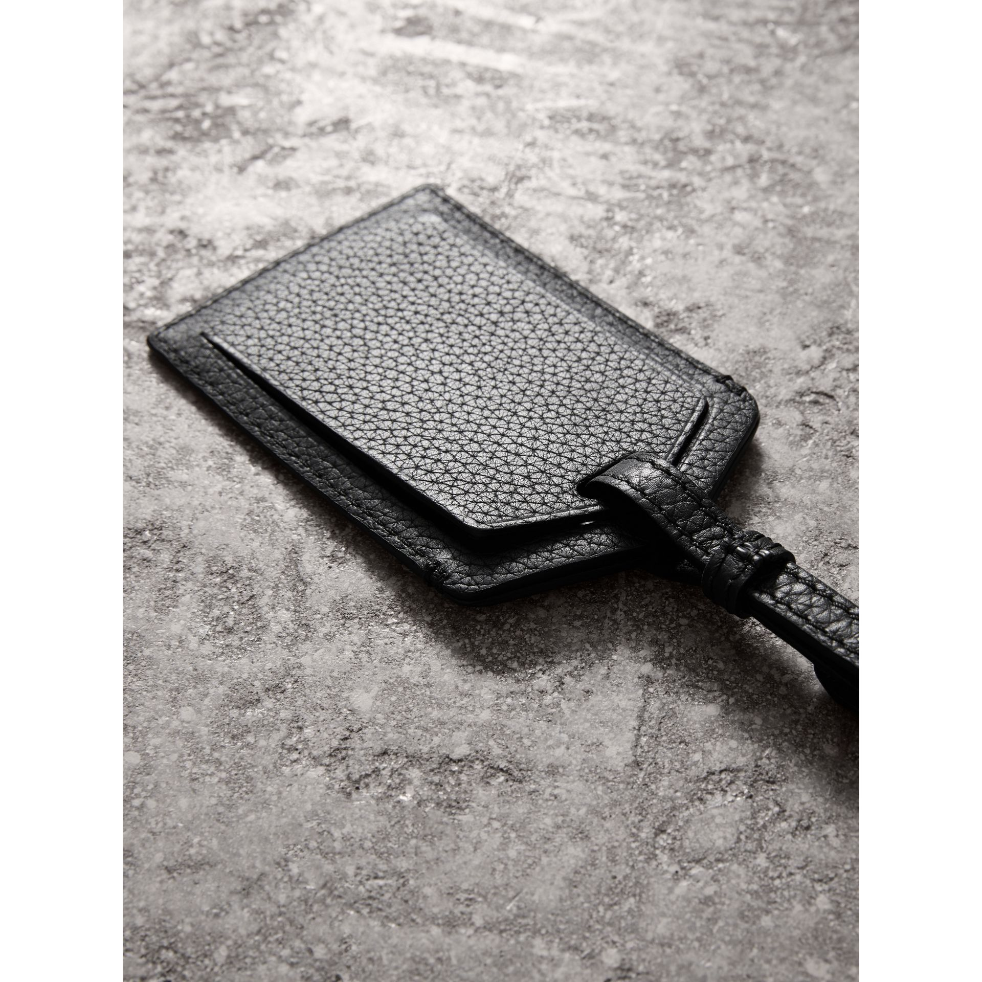 Grainy Leather Luggage Tag in Black | Burberry - gallery image 2