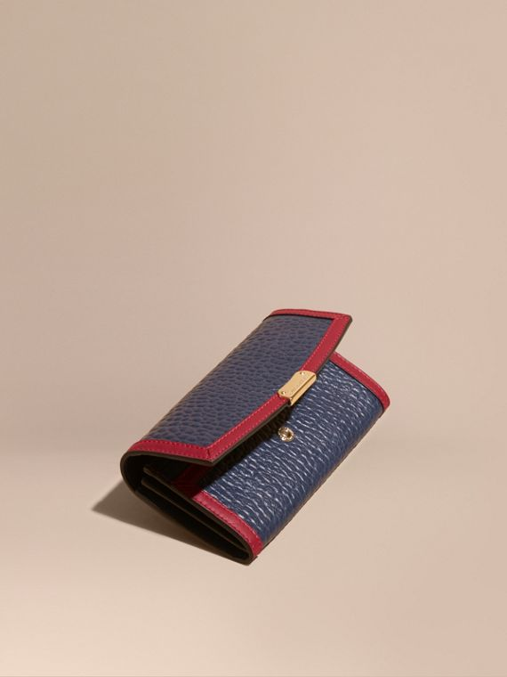 Border Detail Signature Grain Leather Continental Wallet
