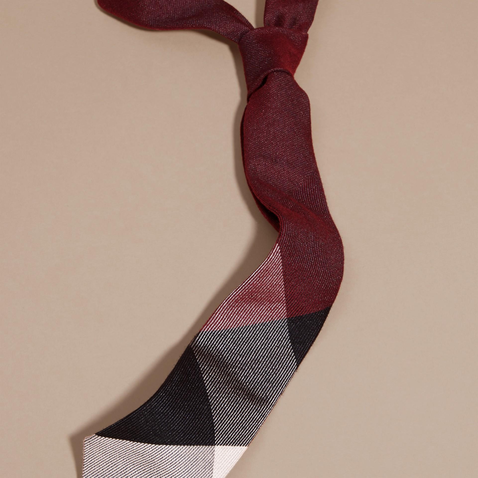 Sambuco scuro Cravatta dal taglio moderno in cashmere e seta con motivo check Sambuco Scuro - immagine della galleria 3