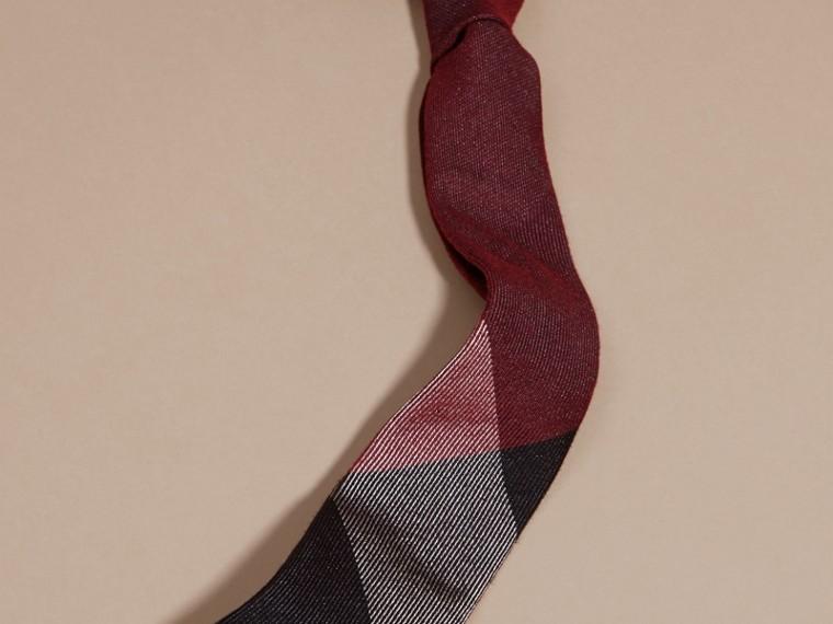 Sambuco scuro Cravatta dal taglio moderno in cashmere e seta con motivo check Sambuco Scuro - cell image 2