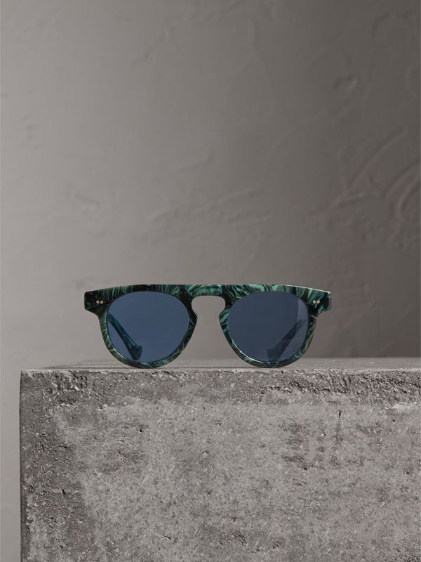 The Keyhole Round Frame Sunglasses in Green Marble/blue | Burberry Hong Kong - cell image 3