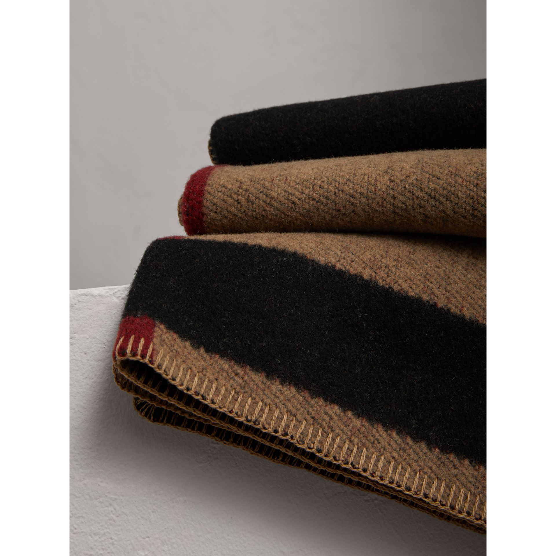 Check Wool Cashmere Blanket in House Check/black | Burberry Canada - gallery image 1