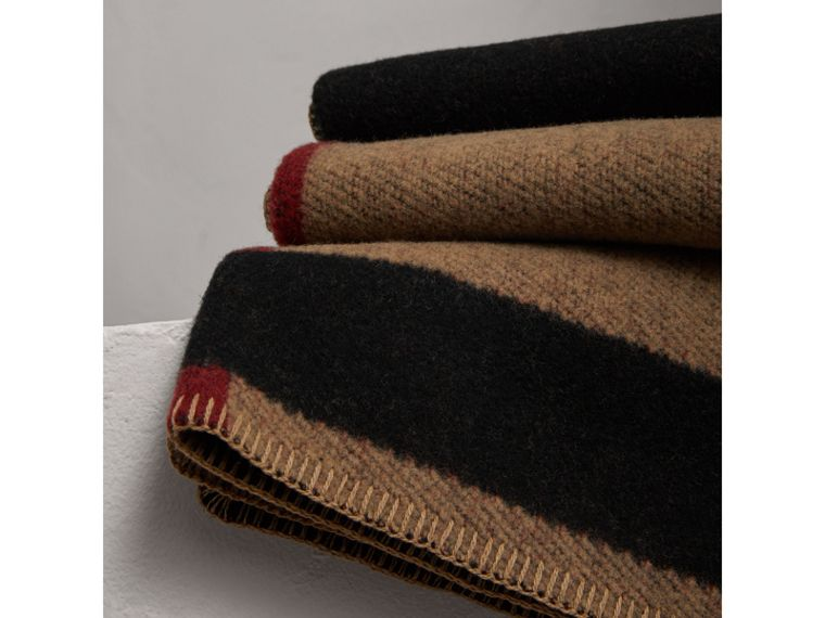 Check Wool Cashmere Blanket in House Check/black | Burberry Canada - cell image 1