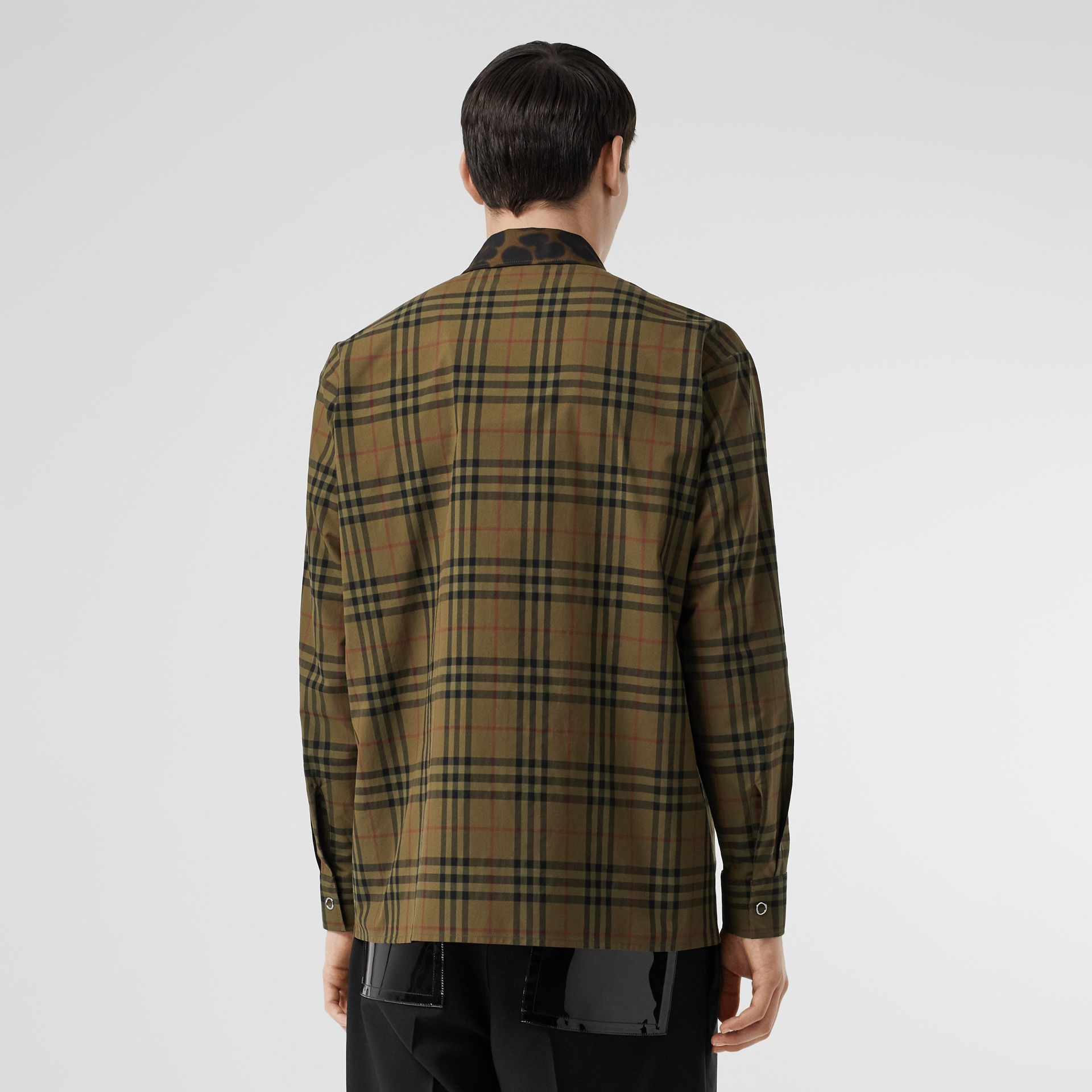 Contrast Collar Vintage Check Cotton Shirt in Army Green | Burberry - gallery image 2